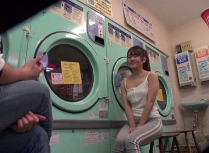 Gạ tình em gái không mặt đồ lót ở tiệm giặt ủi